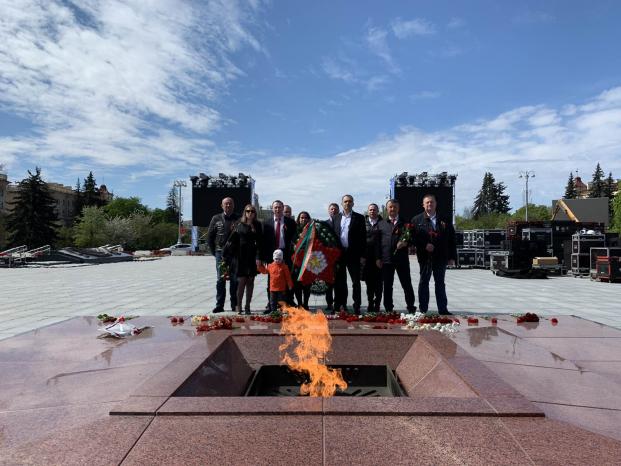 Возложение венков к Монументу Победы